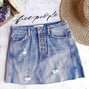 sz25 🆕 Free People Distressed Denim Skirt